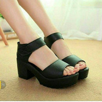EXCLUSIVE WEDGES BD13 HITAM