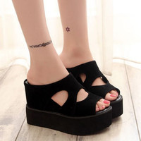 EXCLUSIVE Wedges Bolong Hitam AT21