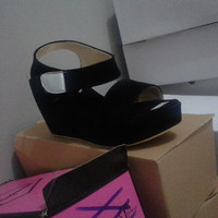 EXCLUSIVE wedges T135 hitam