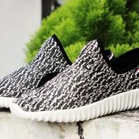 Kets Yezzy 736- Htm/Bukan sepatu vans/nike/adidas/puma/new balance