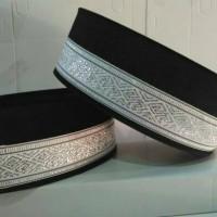 peci songkok bludru hitam renda putih perak khas Sumatera