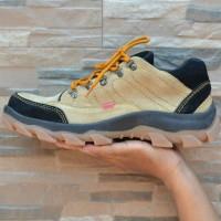 Sepatu Semi Boot Pria Ujung Besi Kickers