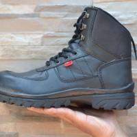 Sepatu Boot Pria Kickers Ujung Besi Pelindung