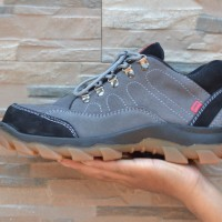 Sepatu Boots Ujung Besi Pelindung Kickers