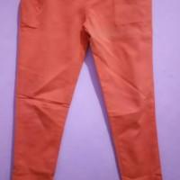 Celana jeans warna oren