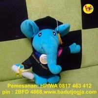 Boneka Wisuda Gajah 30cm plus Pin dan Bordir Nama