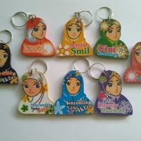 souvenir gantungan kunci muslimah hijab kayu murah