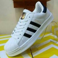 Sneakers / Adidas Superstar / White Stripe Black