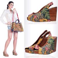 Sepatu Wedges Batik Tulis 3 Negeri