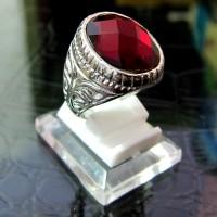 Cincin Titanium Import Silver Pria / Cowok Model Batu Oval Merah Segar