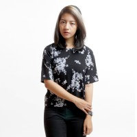 Atasan Baju Wanita Motif Floral Hitam Sakura