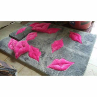 Karpet Bulu Motif Bibir