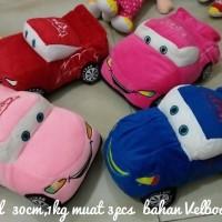 Boneka mobil kecil