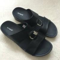 diskon murah ! sandal pria crocs hitam black original 100%