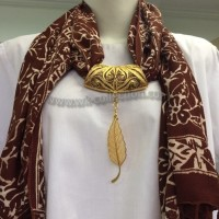 Syal Batik MULTIFUNGSI - Liontin Model Daun Warna Emas (SYB01B)