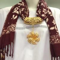 Syal Batik MULTIFUNGSI - Liontin Model Bunga Warna Emas (SYB03B)