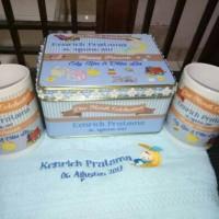 souvenir hampers kaleng custom handuk custom mug custom one month