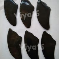 Alat Pijat Kerik Guasha dari Tanduk Kerbau Bentuk Sirip Ikan