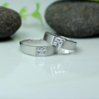 Cincin Kawin atau Cincin Tunangan Platinum Promo Emas 2g Antam Pt001