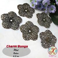 Charm Bunga Plat