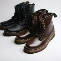 sepatu boots pria & dan Docmart model Boston Exodus (Black & Brown)