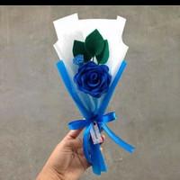 setangkai buket bunga bisa flanel maupun satin mawar maupun lili