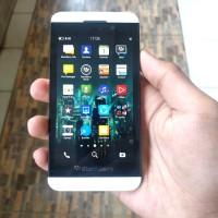 blackberry z10 second resmi bukan aurora nego tipis stok terbatas!