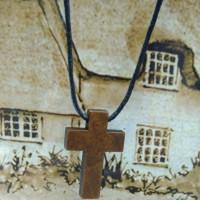 kalung Salib kayu Kecil Tali tarik ulur ( kalung pria Dan wanita)