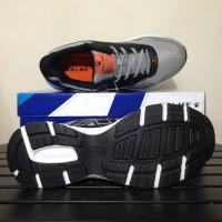 Sepatu Running/Lari Kelme Seattle Black Grey