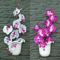 Set bunga plastik anggrek dengan pot dinding plastik
