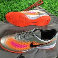 Sepatu futsal / putsal / footsal Nike Magista II Onda IC - Silver Oran