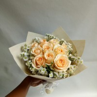 Hand bouquet hadiah anniversary bunga mawar bucket kado ulang tahun