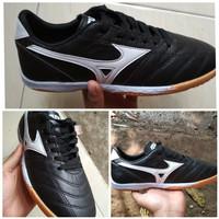Sepatu futsal Mizuno kulit asli