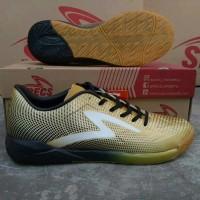 Original BNIB Sepatu Futsal Specs Swervo Thunderbolt In Gold Black