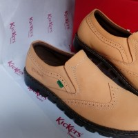 Sepatu Casual Pria Slip On Kickers DR AP 014 Tan
