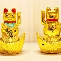 Patung Kucing Hoki Lucky Cat 15cm Sedang Yuan Bao Qian Uang Emas