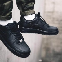 Sepatu Sneakers Nike Air Force 1 07 Low Full Black