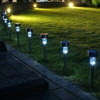 Lampu taman LED menggunakan tenaga surya atau solar cell tanpa listrik