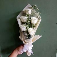 Hand bouquet   buket bunga wisuda   Bucket bunga mawar asli   florist