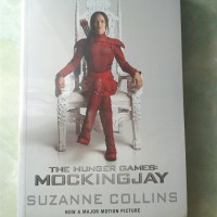 Novel The Hunger Games : Mockingjay karya Suzanne Collins (ORI)