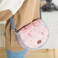 Weekeight Charming Water Resistant Saddle Bag Tas kosmetik bahu Cantik