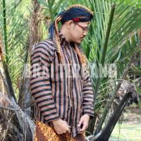 baju jawa surjan sorjan. baju adat. pakaian tradisional jawa