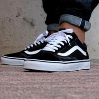 Sepatu Pria Vans Old Skool Classic Black White Original