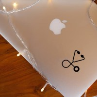 Decal Sticker Macbook Stiker Minimalis Medical Kit Stetoskop Laptop