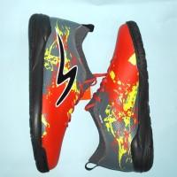 Sepatu Futsal Specs Cyanide TNT 19 FS (Emperor Red/Dark grey/Black)