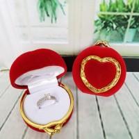 Kotak Cincin Love Emas