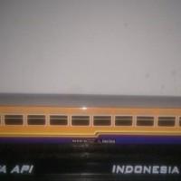 Grosir miniatur gerbong kereta api ekonomi serayu