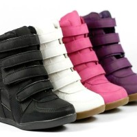 Sneaker Wedges Outfit Suede
