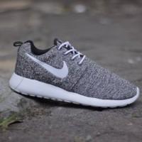 Sepatu Nike Rosherun size 39-43 Sepatu pria terbaru sports running sne