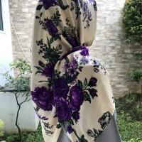 Jilbab Hijab Segi Empat Bahan Maxmara Motif Bunga Purple